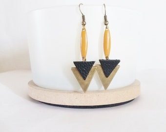 Leather and camel shuttle triangles arrow Stud Earrings