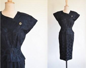 black floral peplum dress | size XS / 0-2 | padded shoulders | lbd little black dress | vintage dress