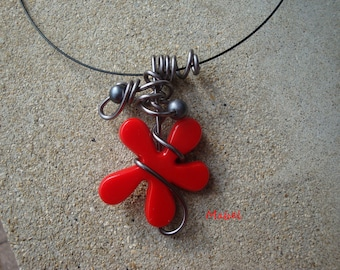 Flower necklace red, charcoal grey aluminium wire