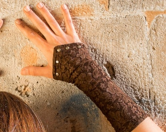 Lace cuff decorated with rivets.