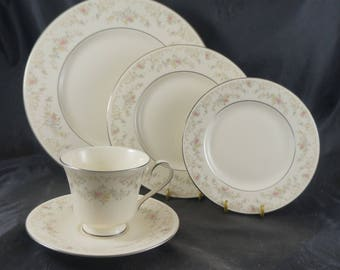 One 5 Piece Place Setting of Royal Doulton DIANA from Romance Collection