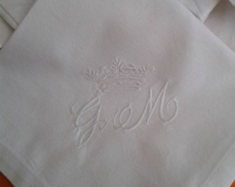MONOGRAMMED TABLE NAPKINS