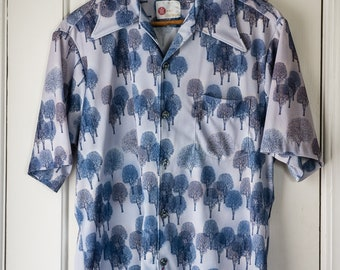 "Vintage 1970s Sears Kings Road blue polyester knit tree motif short sleeve shirt | ""see the forest for the trees"" 