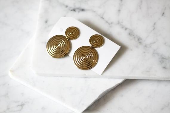 1980s gold hypnotic earrings // 1980s gold circle earrings // vintage earrings