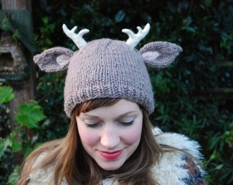 deer with little antlers hat KNITTING PATTERN