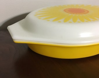 Pyrex Divided Daisy Dish