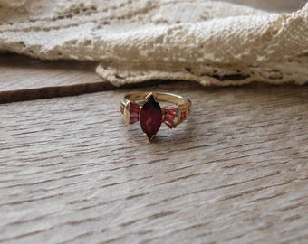 Exquisite 10k Gold & Garnet Ring Size 8