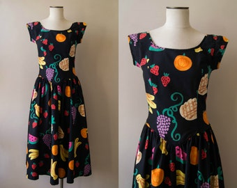vintage 1980s dress / 80s cotton fruit print dress / medium / Tutti Frutti Dress