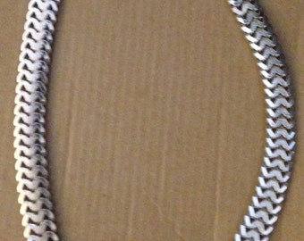 Vintage 1970s Silver Textured And Polished Mesh Link Chain Magnetic Clasp Decorative Front Closure Choker Necklace
