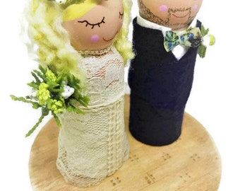 Customized Bride and Groom Cake Topper with Flower/Greens Crown