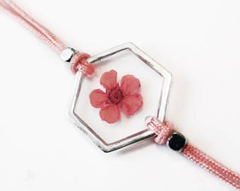 Geometric bracelet Rosa in clear resin and pink pressed flower - nature jewelry with dried flowers