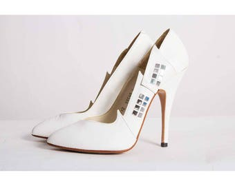 Vintage white leather fetish pumps / 1980s The Wild Pair / Pointed toe stiletto heel / 4 inch heel / Applique pointed flames 5
