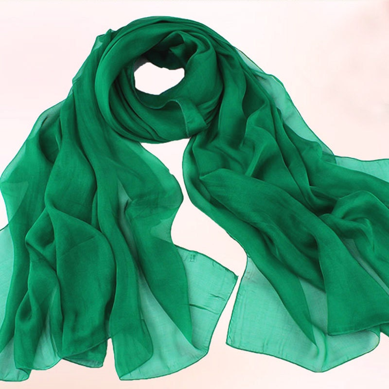 foulard en mousseline de soie vert meraude vrai foulard en. Black Bedroom Furniture Sets. Home Design Ideas