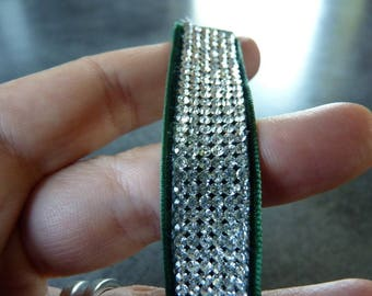 Bracelet Swarovski multistrass on velvet Green