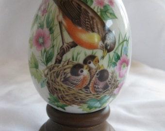 Vintage 1984 AVON Porcelain Egg ROBIN Every Spring Brings a New Beginning