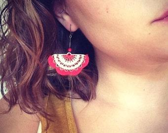 """Boucles d'oreille crochet Rouge / éventail métal ALBIZIA - Bijoux Boho crochet Mariage /Quotidien - Collection """"Gypsy Chic"""""""