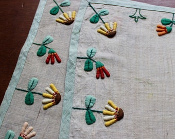 Vintage Linen Placemats Place Mats Embroidery Applique Trapunto Green Flowers
