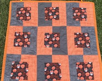Halloween Quilt,pumpkin quilt, toddler halloween quilt,halloween baby quilt, halloween throw quilt, halloween blanket, pumpkin blanket,
