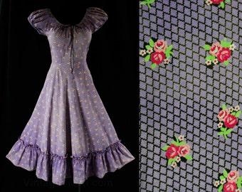 Size 8 Shabby Sweet 50s Lavender Sun Dress - Purple Fishnet & Pink Roses Print Cotton - Summer - Jerry Gilden - Rockabilly - 43487