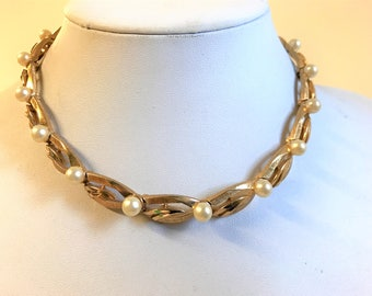 A Stunning Vintage Trifari Gold Tone and Simulated Pearl Bead Necklace