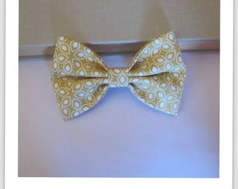 Bow tie, hair 2 in 1 beige and white flower petal clip