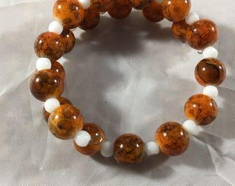 Marbled orange beaded bracelet