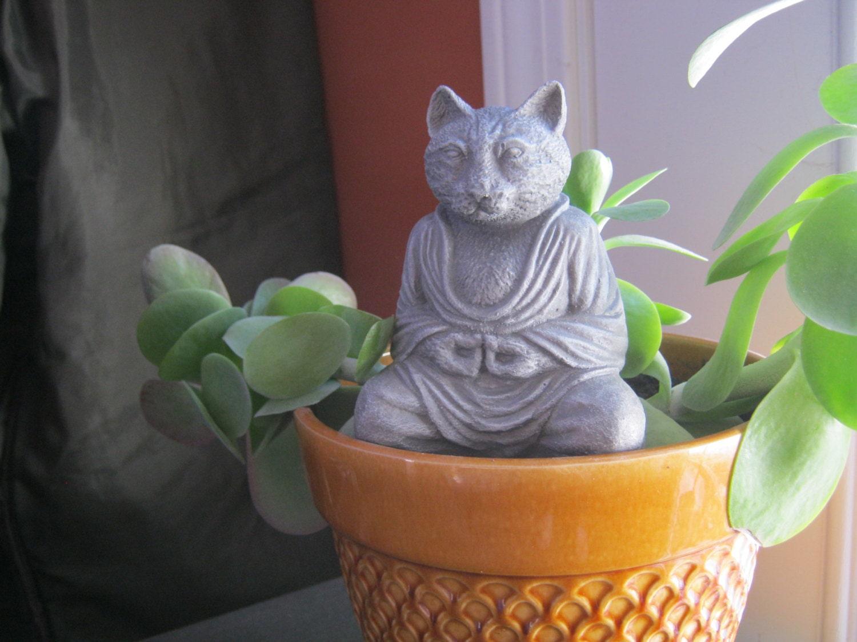 Buda gato gato meditando hormigón gato estatua figura de