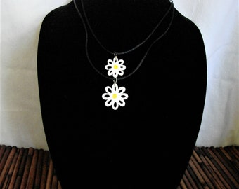 Daisy Necklace Pair Adorable Lightweight Mother/Daughter Gift