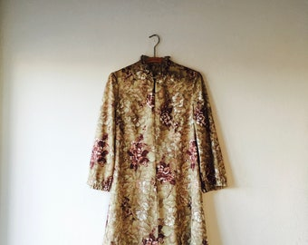 1960s floral print mini dress with keyhole front.// size small - medium