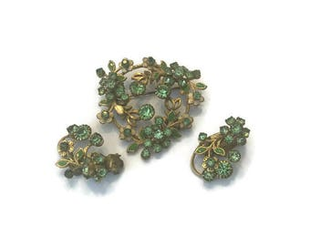 Signed Weiss Jewelry Set, Vintage Gold Tone and Green Rhinestone Wreath Brooch and Earring Set, 1950s 1960s Demi Parure, Costume Jewelry
