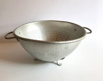 Large Vintage Wear-Ever Colander #3125. Wearever Aluminum Footed Kitchen Strainer. Rustic Country Cottage, Primitive Farmhouse Decor