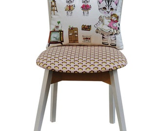 Chair cushion and vintage kittens
