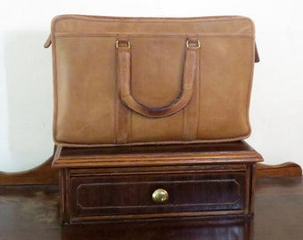 Dads Grads Sale Coach Embassy Briefcase In Saddle (British Tan ?) Leather With Brass Hardware Made In The Factory In NYC Style No 5090 - GUC