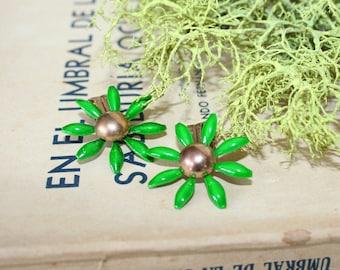Green enameled daisy earrings