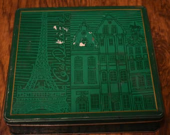 Delacre tin with two sets of vintage wodden dominos