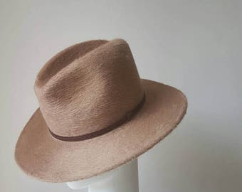 Camel Melusin Fedora with thin leather band