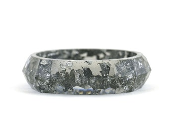 "Dark grey with silver flakes resin faceted bangle - Ø57mm 2.44"" - Ø59mm 2.32""  -Ø61mm 2.40"" - Ø63mm 2.48"""
