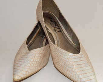 White and gold beautiful shoes with a sharp toe | Size 37, Size 6