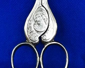 Vintage Union Razor Co / Tidioute Scissors