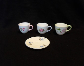 Shelley miniature tea cups and saucer set of four pieces vintage 1950's