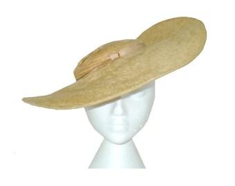 Head Turner - 1940's Vintage Wide Brim Vintage Hat