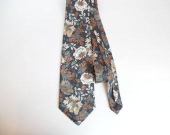 New Silk Tie.Made in USA.Dressy Tie.Gift for Men.Designer Ties.Floral Tie.