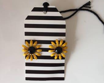 Vintage Black Eyed Susan Clip On Earrings, Preakness, State Flower Maryland, Flower Earrings, Retro, Costume Jewelry, Non Pierced Earrings