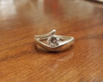 R 245 sterling silver and single clear stone ring approx size 8 vintage estate jewelry