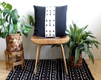 "Black and White African Mudcloth, Black Linen Modern Pillow, 20"" x 20"", Gold Zipper, Boho Style, African Bogolan Fabric, Mudcloth Pillow"