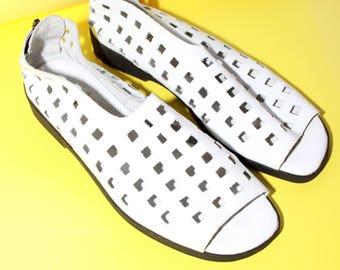 Cutout Leather Sandals / White Geometric Peep Toe Flats / Size 6