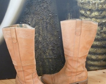 Women's Boots  - brown leather -  Size 40 eur, 8.5 us, 6.5 uk.