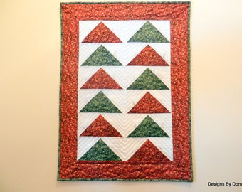 Christmas Advent Calendar, Quilted Wall Hanging, Christmas Countdown, Pocket Calendar, Red, Green & White, Modern Design, Handmade
