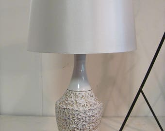 Vintage Mid Century Modern Gold and White Ceramic Table Lamp