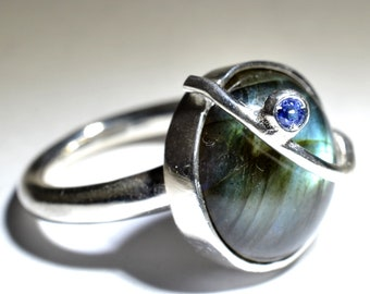 "Silver ring with Labradorite - ""Parentesi"" collection"